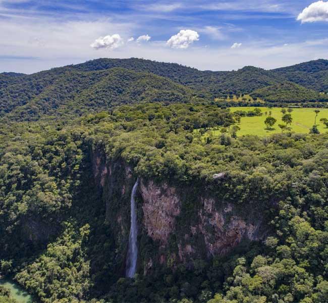 Vista aérea cachoeira Boca da Onça Bonito MS Brasil Bonito Incomparável