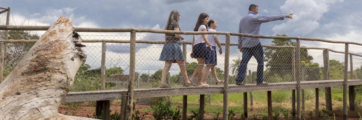 Bio Park - Pessoas na passarela