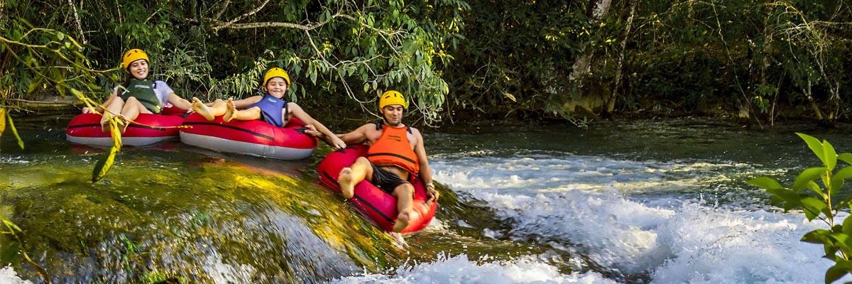 Parque Ecológico Rio Formoso - Adultos e crianças no Boia Cross - Bonito MS Bonito Incomparável