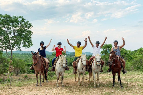 Passeio a cavalo com capacete Estância Mimosa Bonito MS